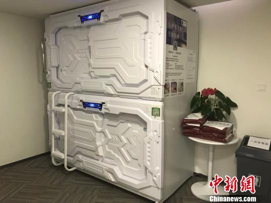 舱门外形科技感十足,酷似宇宙太空舱。 王子涛 摄