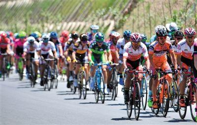 第十六届环青海湖自行车赛鸣枪