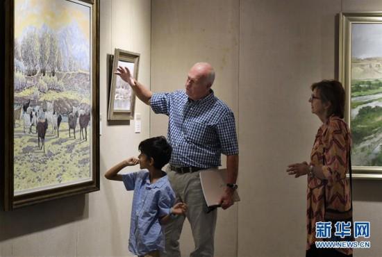 青年油画展现大美新疆