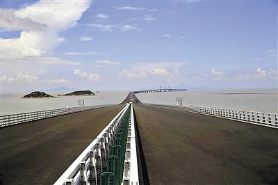 港珠澳大桥全长55公里.-最后冲刺中的港珠澳大桥