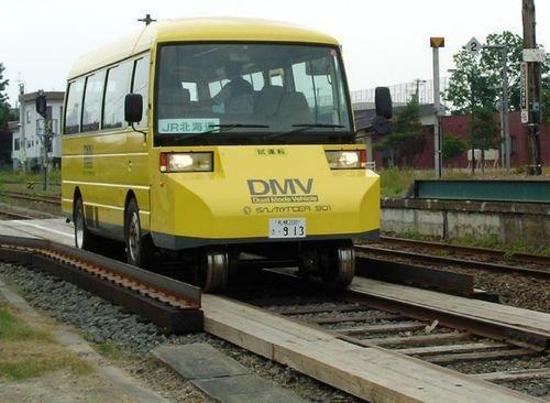 公铁路两用公交车在日试乘15秒完成模式切换