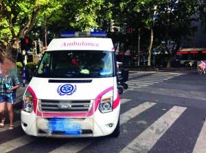 南京一康复中心山寨救护车上路 民警及时拦截