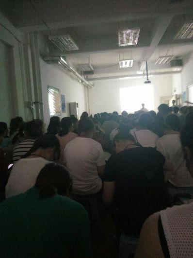 """不实习不准毕业? 沈阳城市建设学院学生抗议""""强制实习"""""""
