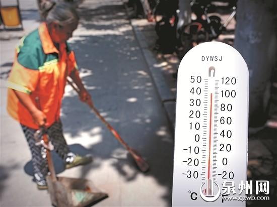 滚烫的路面,环卫工人坚持打扫卫生-实测烈日下的工作温度 为劳动者