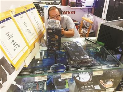 """有人大量购买显卡用于""""挖取""""比特币 造成北京电脑市场现显卡供不应求"""