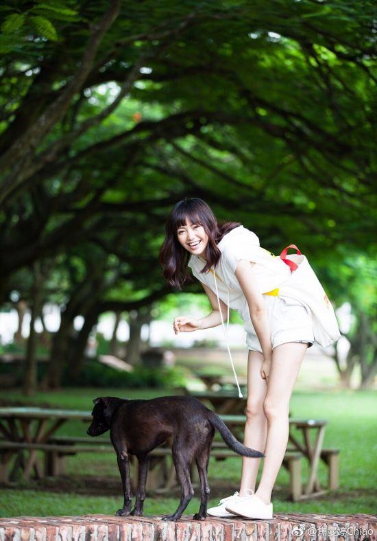焦恩俊女儿21岁了 个高腿长还长得这么美!