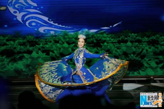 佟丽娅美丽新疆裙摆舞动三沙 传递社会正能量