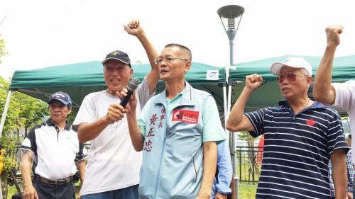 """抗议现场。图片来源:台湾""""中央社""""。"""