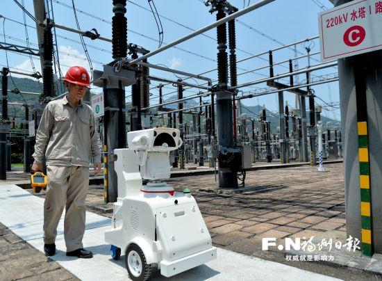 福州高温持续用电负荷攀升 机器人巡检电力设备