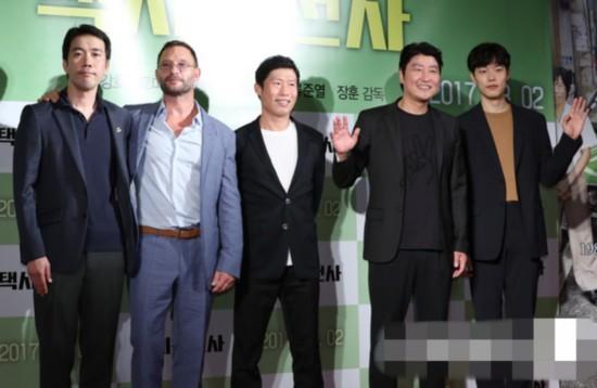 《出租车司机》众主演出席VIP试映会。