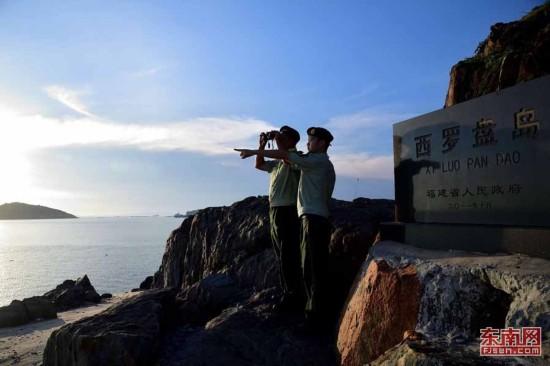 镜头记录驻守孤岛的边防战士