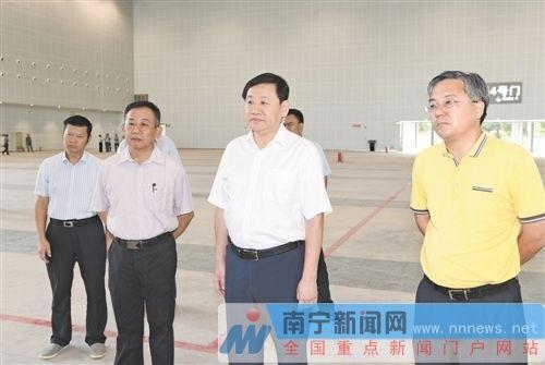 """王小东周红波调研南宁市服务""""两会""""筹备工作"""