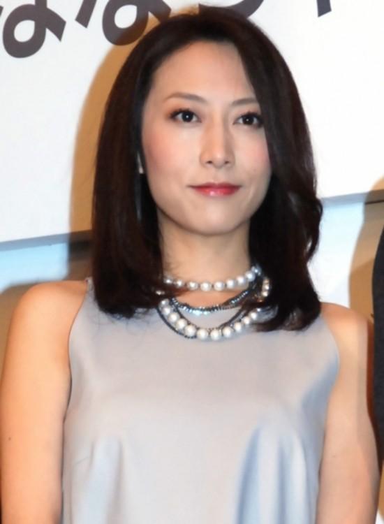 日本40岁女歌手一青窈顺利生下第二胎女儿