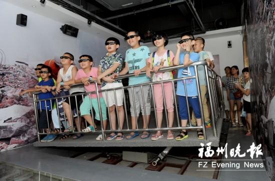 """福州市地震局组织30多名市民体验""""地震""""学防灾"""