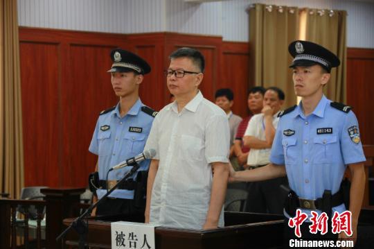 广西贵港市原常务副市长黄志光受贿1550万获