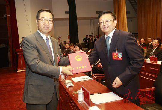 任贵生当选大庆市人大常委会主任 石嘉兴当选市长