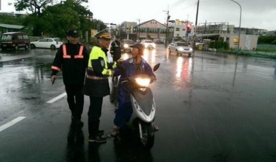 台湾台南暴雨达300毫米 多处积水引民众怨声载道
