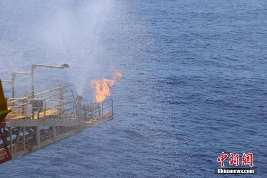蓝鲸1号抵御台风托举可燃冰试采60天 创纪录