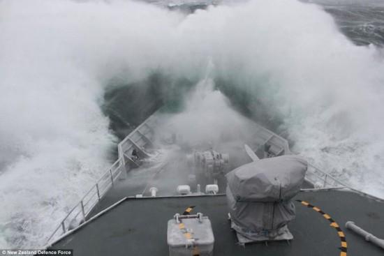 大洋之怒:暴虐天气与狂风巨浪中的船只(图)