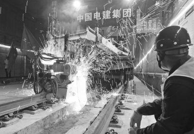 武汉地铁11号线东段一期全线轨通