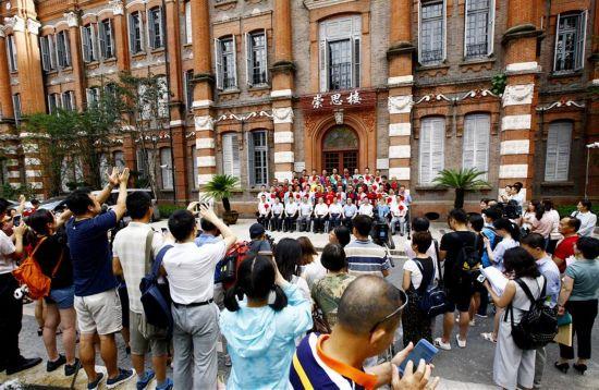 """(社会)(1)上海:第二批""""组团式""""援藏教师出发"""