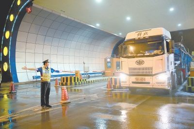 夜间高速货运优惠昨起实施 持河南ETC卡货车九折优惠