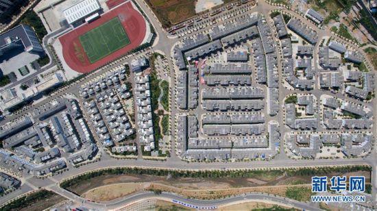 月28日航拍的鲁甸县龙头山镇一景.-鲁甸地震三周年 俯瞰灾后重建图片