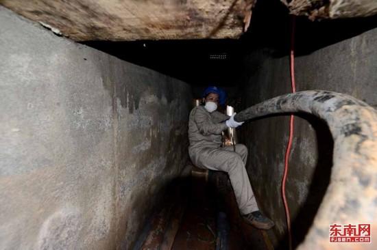 南平女子电缆班的一天:在昏暗、狭窄的沟道里穿行