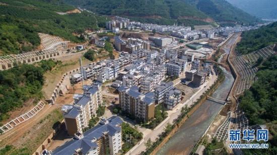 月28日航拍的鲁甸县龙头山镇灰街子安置点新貌.-鲁甸地震三周年 图片