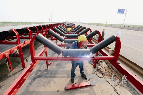 盐城大丰港修建皮带输送机 预计10月底竣工