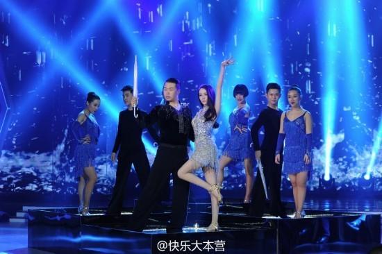 《快乐大本营》唐艺昕、迪丽热巴穿同一条舞裙谁更美?