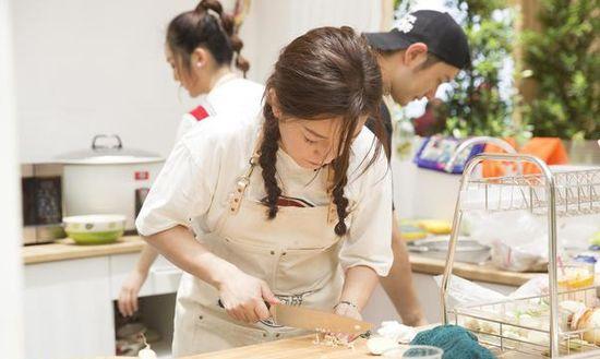 《中餐厅》20年老友黄晓明赵薇发生口角:你的智商高得我惊呆