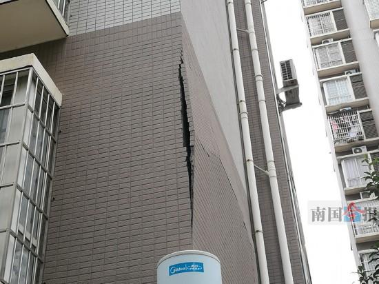 一小区楼栋外墙开裂 未缴维修资金维修成难题(图)