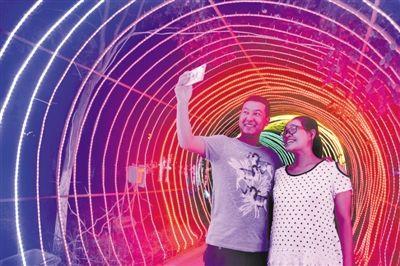 首届荷花国际灯光艺术节举行