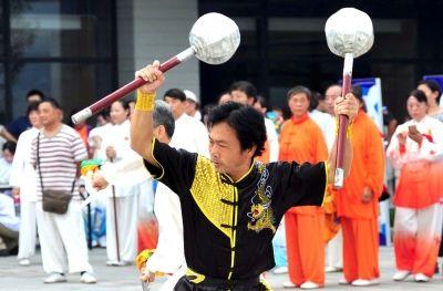 """扬州举行""""全民健身日"""" 数百人释放运动热情"""