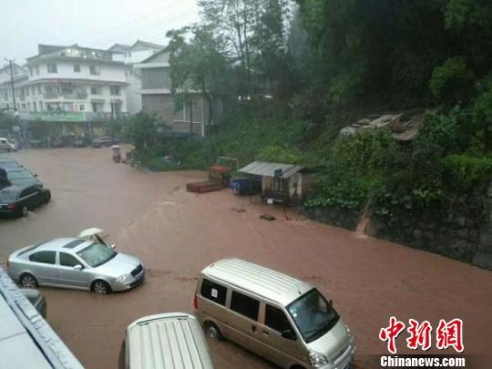 四川洪雅遭强降雨致部分农户受灾部分道路暂时中断