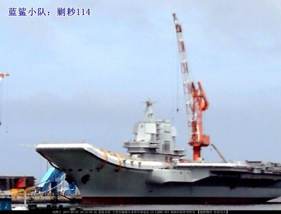 国产航母建造最新进展曝光 舰岛脚手架拆除