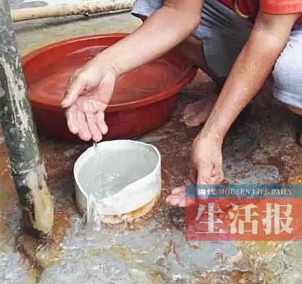村民在家打井挖出