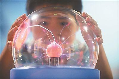 扬州科技馆暑期免费开放 孩子体验科技嘉年华
