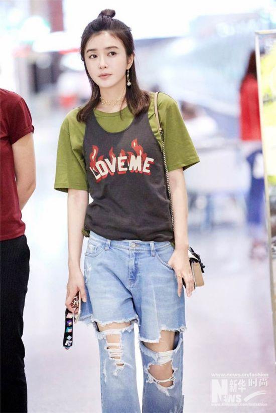 秦岚牛仔T恤轻松出街 盛夏最潮搭简单又时髦