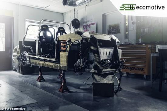 荷兰学生用生物复合材料造电动车 车身可降解