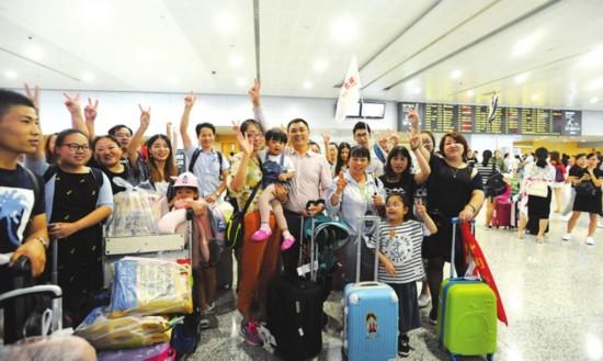 九寨沟地震后首批苏州游客平安回家