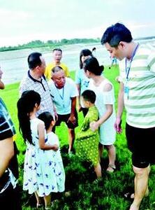 """新洲:6岁男孩不慎落水 """"旱鸭子""""父亲下河救子被冲走"""