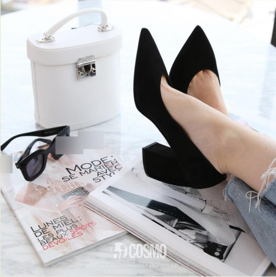 鞋履来自Prada