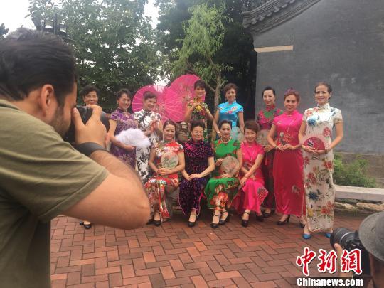 第五届世界摄影大会走进青岛40国摄影师用镜头感知青岛