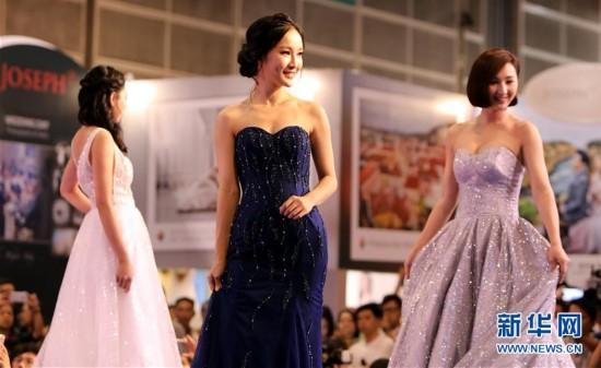 (服务)(2)香港结婚节上演婚纱汇演