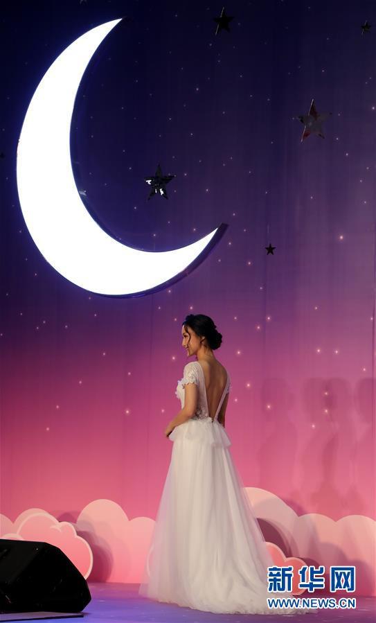 (服务)(7)香港结婚节上演婚纱汇演