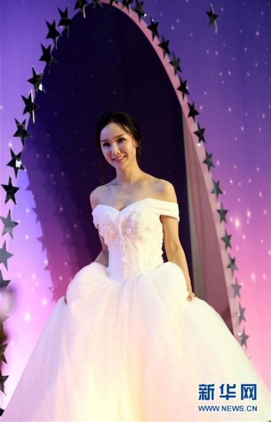 (服务)(4)香港结婚节上演婚纱汇演