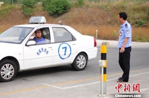 驾考新规让驾照更难拿? 驾校:更偏重素质考核