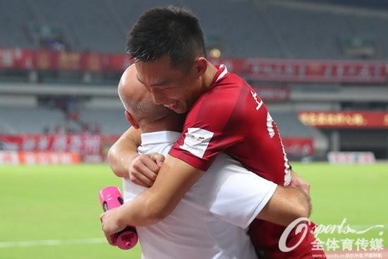 2017年足协杯半决赛首回合:上海上港2:1胜广州恒大 贺惯补时绝杀